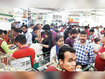 MUMBAI - Panic in city amid partial lockdown